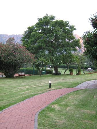 Protea Hotel Rustenburg Hunters Rest: Lovely gardens