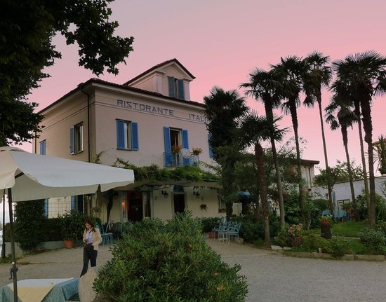Isola Pescatori, Italie : The island at sunset