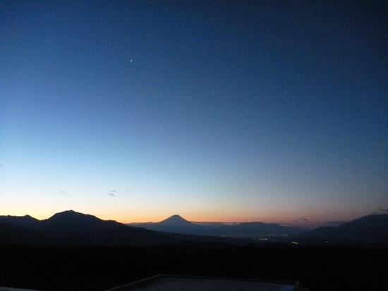 Yatsugatake Royal Hotel: 屋上から見た富士山(星空の観察もできます)