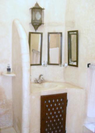 Riad la Croix Berbere: salle de bains
