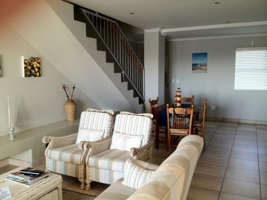 Oystercatcher Lodge: Sitting area