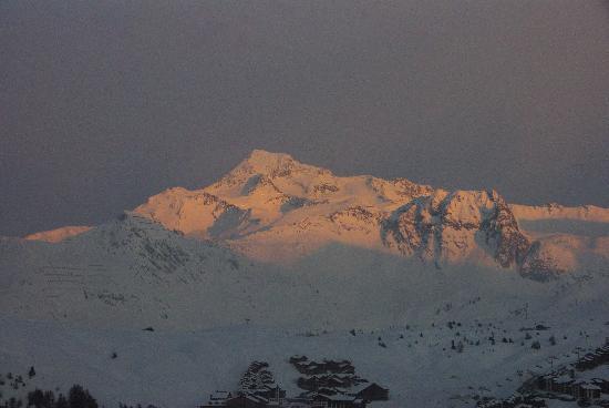 Pierre & Vacances Premium Residence Les Hauts Bois: Couché de soleil sur le mont blanc depuis la terrasse