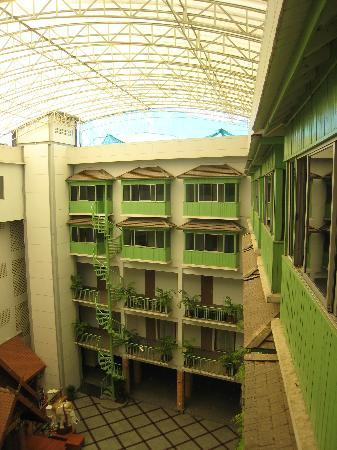 Dhevaraj Hotel: Second atrium area towards the rear of the hotel, plus additional bedrooms.