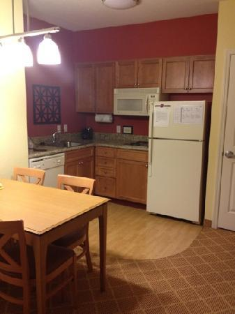 Residence Inn Cape Canaveral Cocoa Beach: kitchen