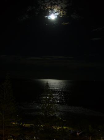 Mantra Sirocco: ベランダから 月が綺麗