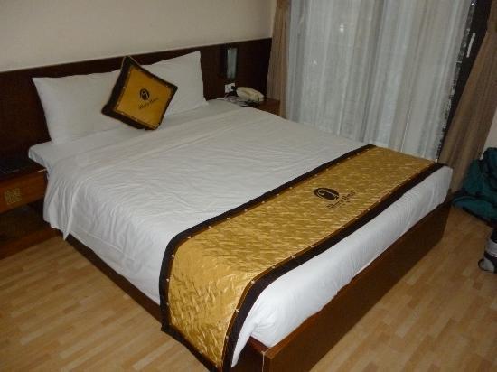 Hanoi Allura Hotel : room 105, deluxe