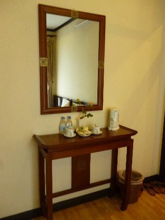 Hanoi Allura Hotel: room 105, deluxe