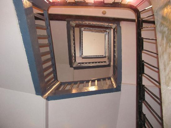 Hotel de l'Europe : Gezicht op trap vanaf de 4e verdieping