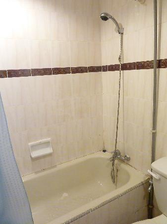 Hillcity Hotel & Condo: bathroom
