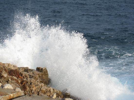 Paloma Beach: Waves along the coast