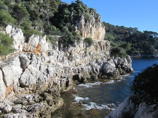Saint-Jean-Cap-Ferrat, France : View of coastal trail