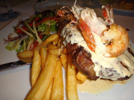 White Star Hotel Restaurant: Steak with prawns