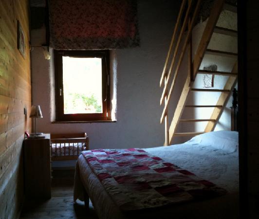 Le Fratte: ogni camera dispone di un letto matrimoniale e 2 letti singoli