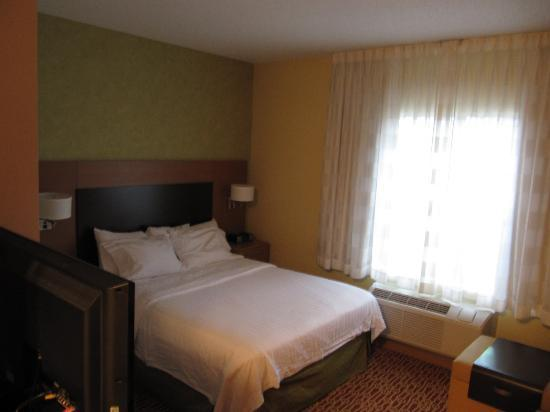 TownePlace Suites Arundel Mills BWI Airport : Bed
