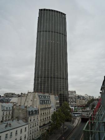 Ibis Paris Tour Montparnasse 15ème : Vista della torre da camera 704