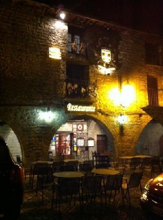 Aínsa, España: fachada restaurante