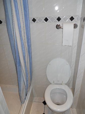 Adria Hotel: doccia
