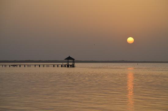 Mar Lodj, เซเนกัล: lever de soleil devant le camp