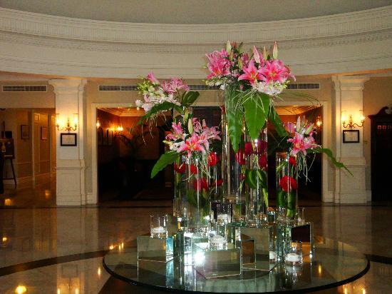 Eastern & Oriental Hotel: Entrance lobby flowers