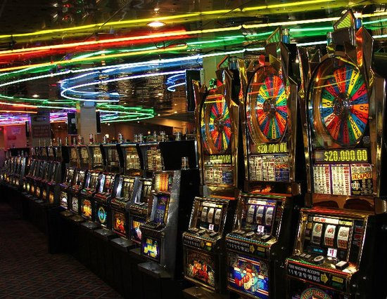 Port Richey, FL: Over 325 Slot Machines!