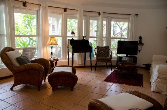 Xanadu Island Resort: Living room - Poolside