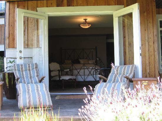 Stone Wood Bed and Breakfast: Pond Room from Deck
