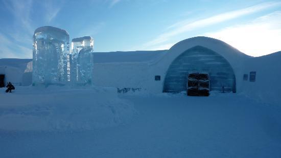 ICEHOTEL: De ingang van het IJshotel 2012