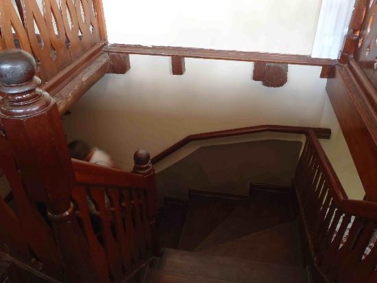 Hotel Los Balcones De Leon: One of hotel stairwells