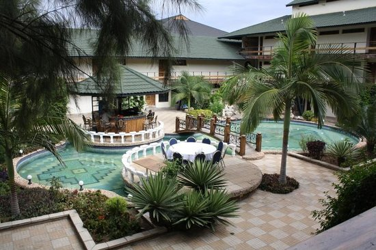 New Dodoma Hotel-Dodoma Rock Hotel: Another view of the courtyard