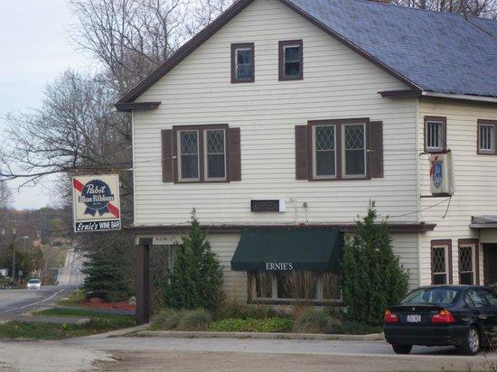 Ernie's Wine Bar: Exterior