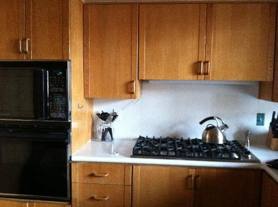 Stag Lodge: Outdated 1980's kitchen
