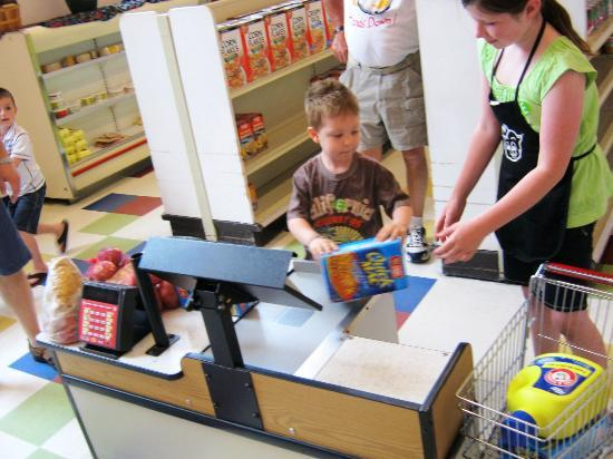 EdVenture Children's Museum: grocery shopping