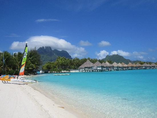 The St. Regis Bora Bora Resort: St Regis Beach.