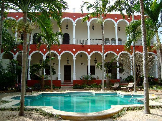 The Villa Merida Hotel: joli piscine et jardin au calme