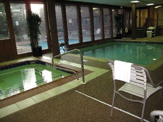 Quality Inn & Suites: whirlpool