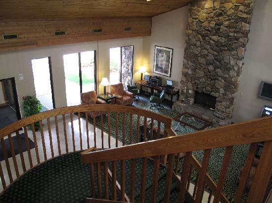 Quality Inn & Suites: Eingangshalle u. PC-Bereich