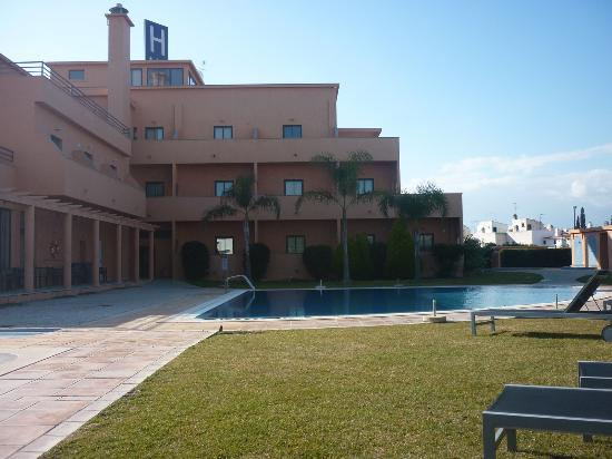 Hotel Praia Sol : Immaculate grounds