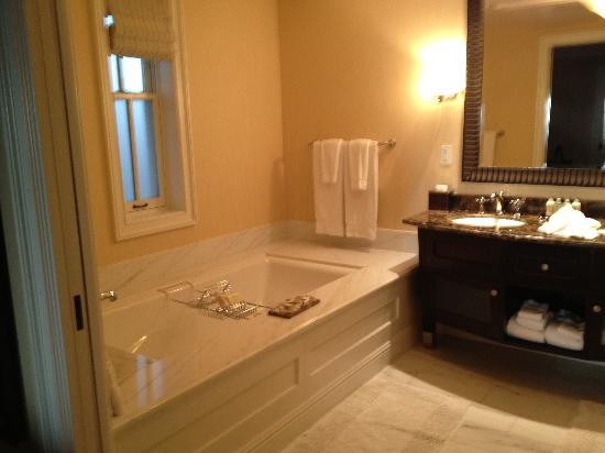 Beach Village at The Del: Bathroom in Beach Village 1 Bedroom Villa
