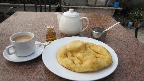هوتل إكسلسيور: Breakfast at rooftop