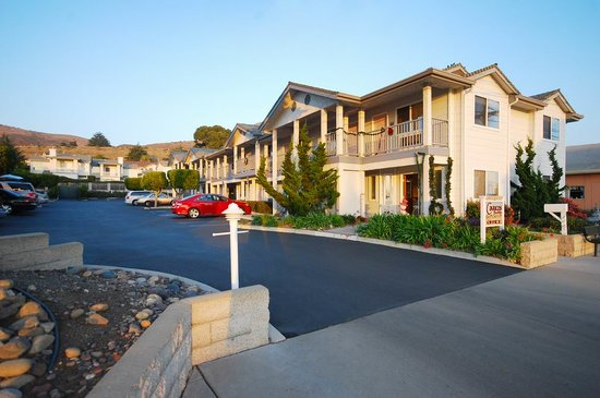 Cayucos Beach Inn: Motel Entrance from South Ocean Avenue
