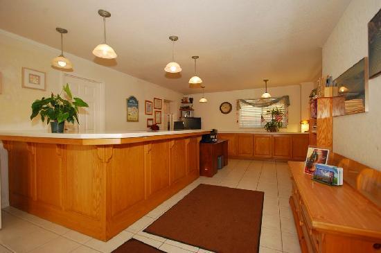 Cayucos Beach Inn: Guest Lobby