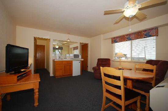 Cayucos Beach Inn: John Miller suite