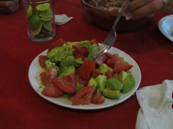 La Tortuga : Avacado and tomato salad.
