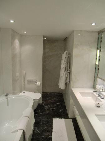 The Connaught: The Bathroom