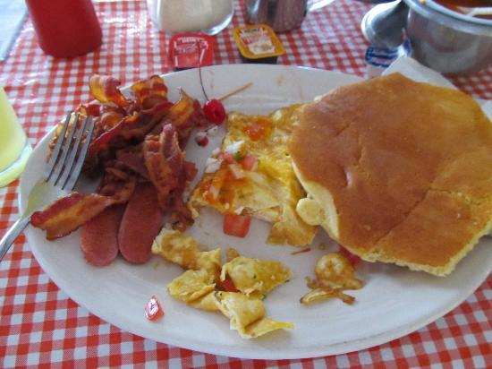 Los Metates : Pancakes egg and bacon