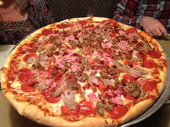 Giovanni's: meat lovers large
