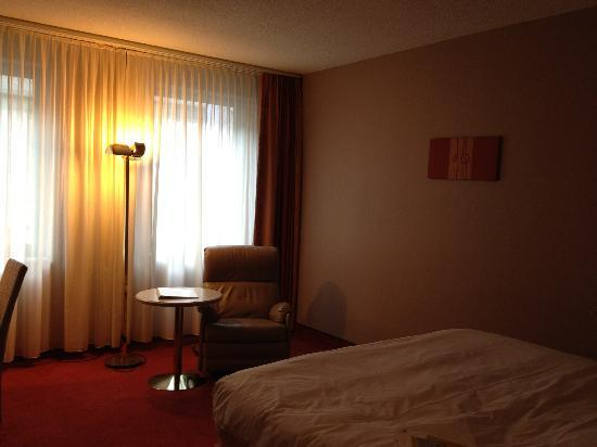 Four Points by Sheraton Brussels: View of room from the door