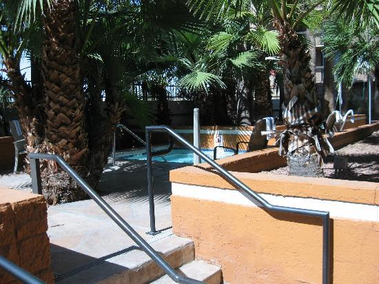 Holiday Inn Phoenix - Mesa/Chandler: Hottub/Spa area.