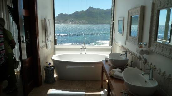 Tintswalo Atlantic: bathroom with view
