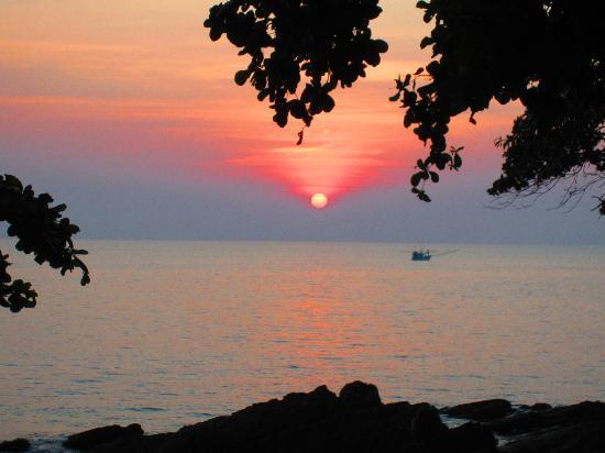 นาริมา บังกะโล รีสอร์ท: beautiful sunsets, all of them